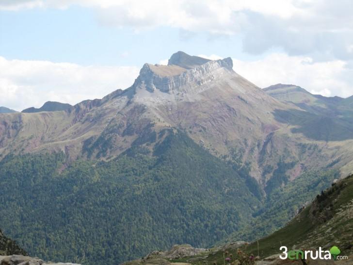 Selva de Oza y Castillo de Acher