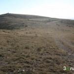 Desde la pista divisamos el vértice geodésico del Cerro de la Batiosa