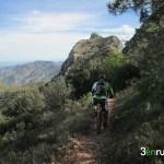 Desde la senda ya vemos el pico del Benicadell