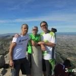 Raul, Gabi y Rubén en el vértice geodésico del Benicadell