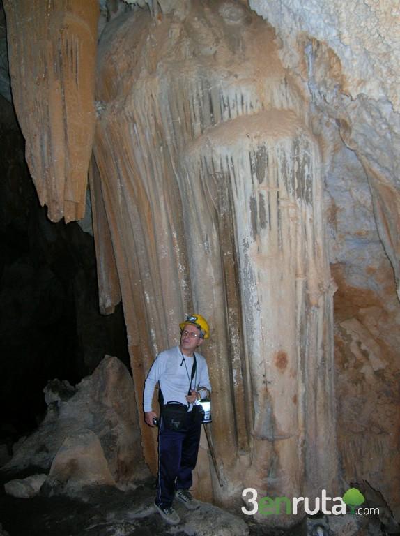 Columnas de la Cueva de Bolumini