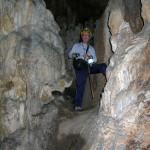 Subida a la segunda sala de la Cueva de Bolumini