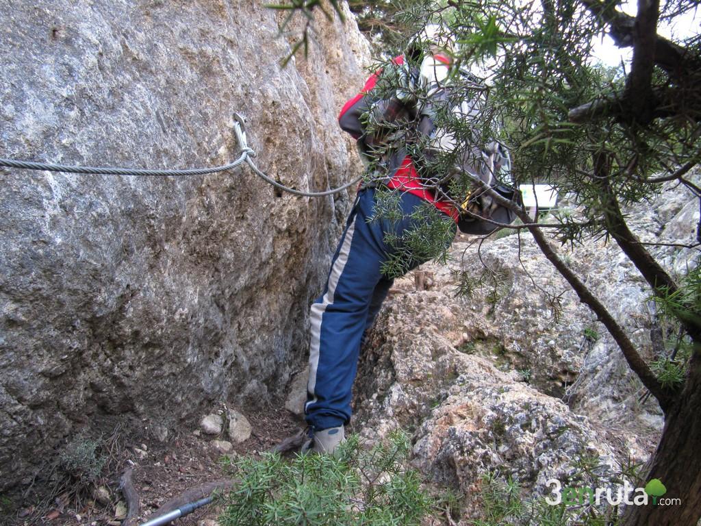 Para bajar podemos ayudarnos de un cable