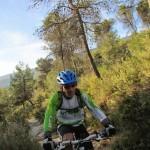 """Al inicio de la ruta pedalearemos por el """"Caminet de les cabres"""""""