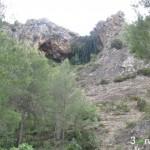 Vista de la cueva desde el camino de subida