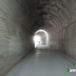 Pasaremos un corto tunel por la vía verde