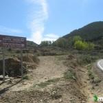 Desvío desde la carretera hacia la Ermita de Santa Isabel