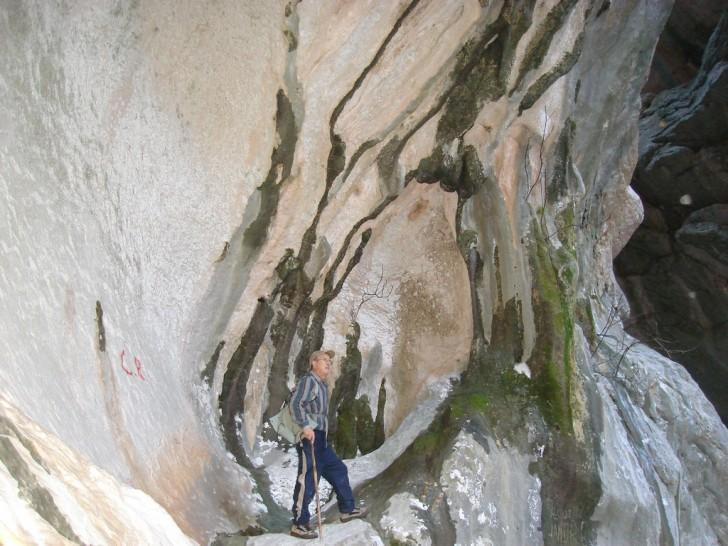 Collado de Benimaurell, Cova Santa, Vall de Laguar