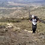 Último empujón para llegar a la cima de la Penya Migjorn