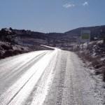 Carretera helada hacia el Paisaje protegido de los Pinares del Rodeno