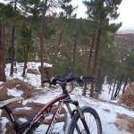 Carretera nevada hacia la pista de los Pinares del Ródeno