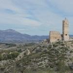 El Castillo de Penella con el Benicadell al fondo
