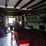 Bar de la Casa'l Cura con el comedor al fondo