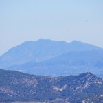 En primer plano Sant Cristófol y al fondo La Safor