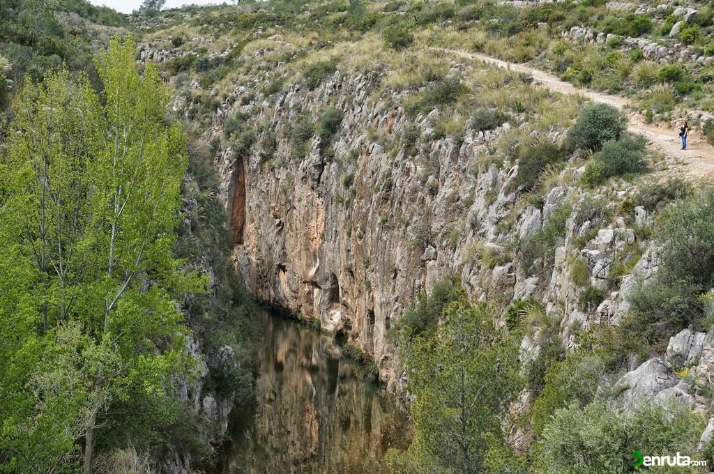 Las paredes del cañón cada vez tienen mayor altura