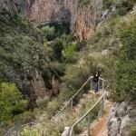 Escaleras hacia el puente colgante