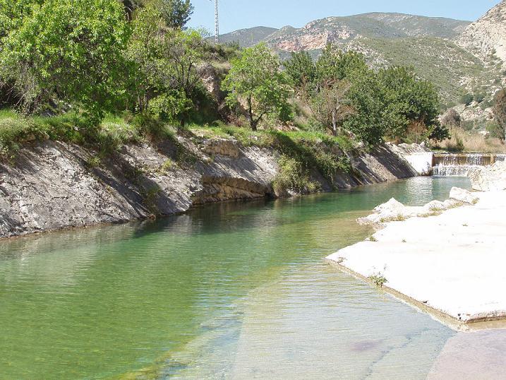 Piscinas naturales de la comunidad valenciana for Camping con piscina climatizada en comunidad valenciana