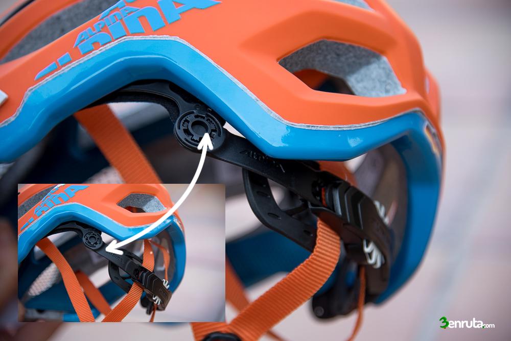 Movilidad de la sujeción del casco Alpina Carapax