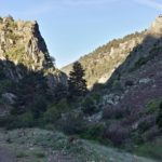 Nos dirigimos al barranco entre las montañas