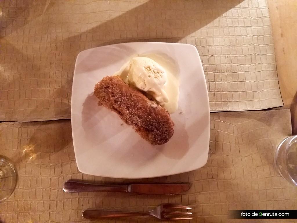 Torrija con canela y helado