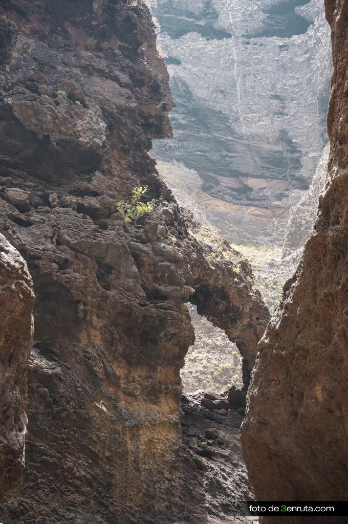 Bonito arco de piedra que veremos durante la ruta del barranco de Masca