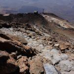 El camino de subida al Teide se retuerce entre las rocas