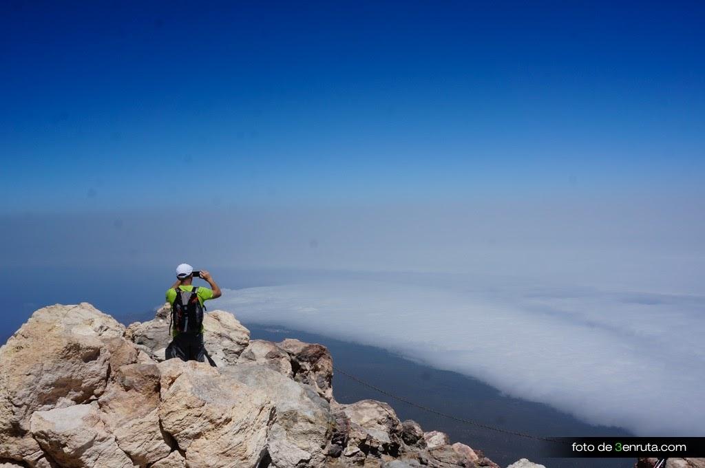 El mar de nubes desde el pico del Teide es increible