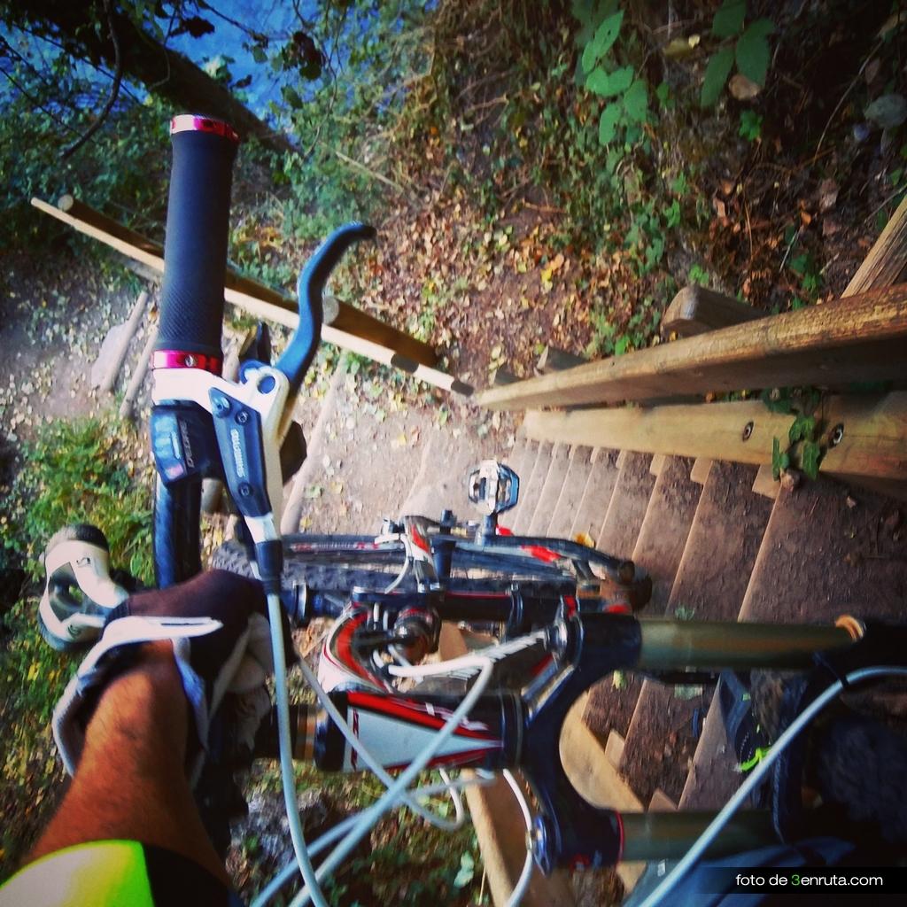 Nos cuesta bastante subir la bici por las escaleras