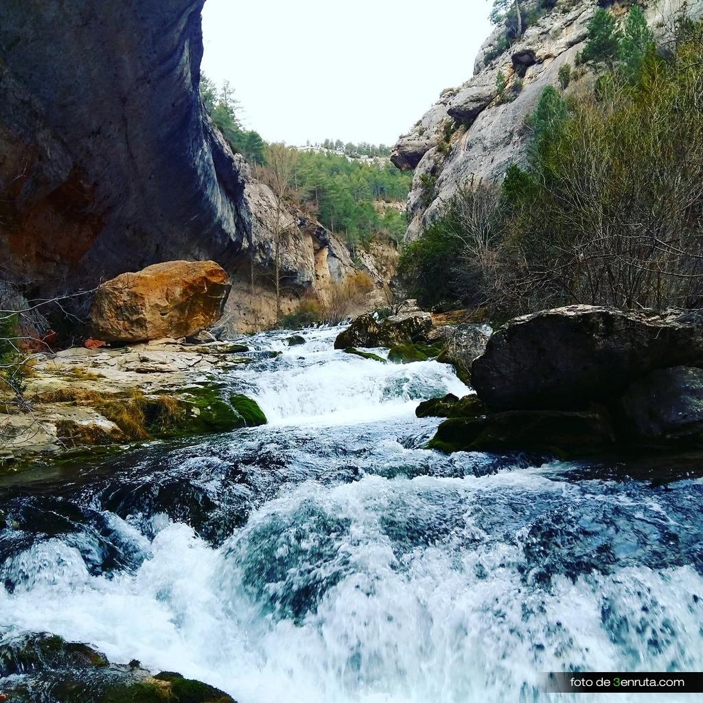 El rio lleva un gran caudal