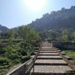 Comenzamos a caminar por este camino empedrado hacia la Ermita de Sant Feliu