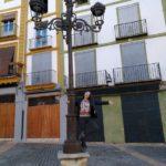 Aurora hace la mona en la Plaza del Mercado de Xátiva