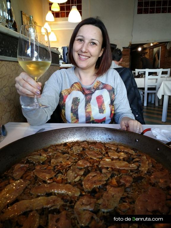"""Fideua con setas y fua en el Restaurante """"La picaeta de Carmeta"""""""