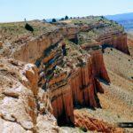 Vista del camino que debemos seguir sobre las paredes de roca