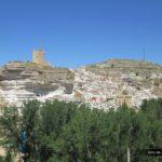 Vista de Alcalá del Jucar desde el sendero que nos lleva a las Casas del Cerro