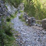 Camino pedregoso por el barrando de las Comas