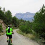 Inicio de la ruta por carretera con la Peña Montañesa al frente