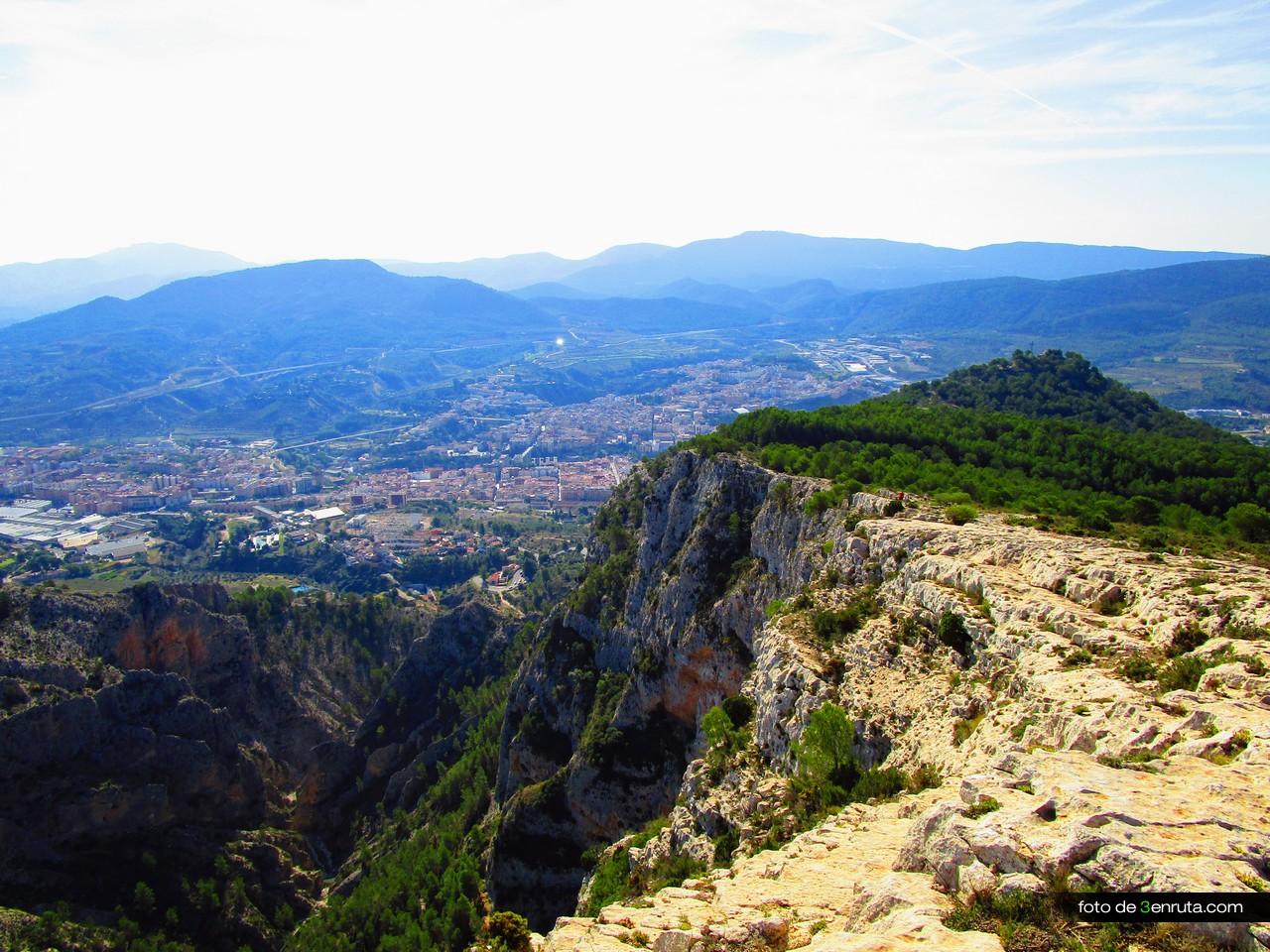 """Las vistas de Alcoy frente al acantilado y """"La Creu"""" son una pasada"""
