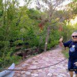 Inicio de la ruta junto a la carretera en el Área Recreativa de la Fuente de la Calzada