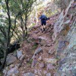 Abandonamos la pista para encarar el último tramo de sendero hacia el pico de Espadán