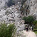 Bicis al hombro y a superar el Pass de la Rabosa