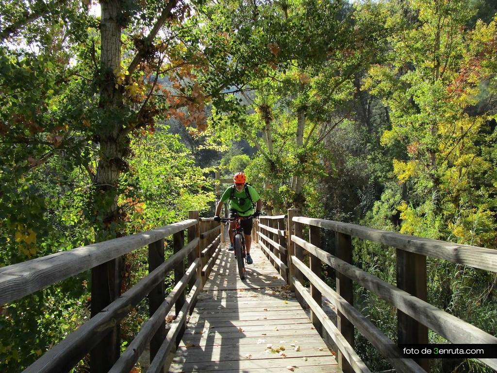Puente de Madera para cruzar el Rio Jucar
