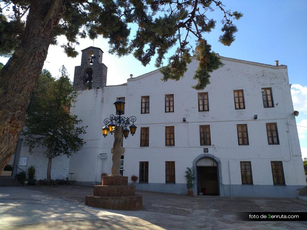 Plaza del Santuario de la Cova Santa
