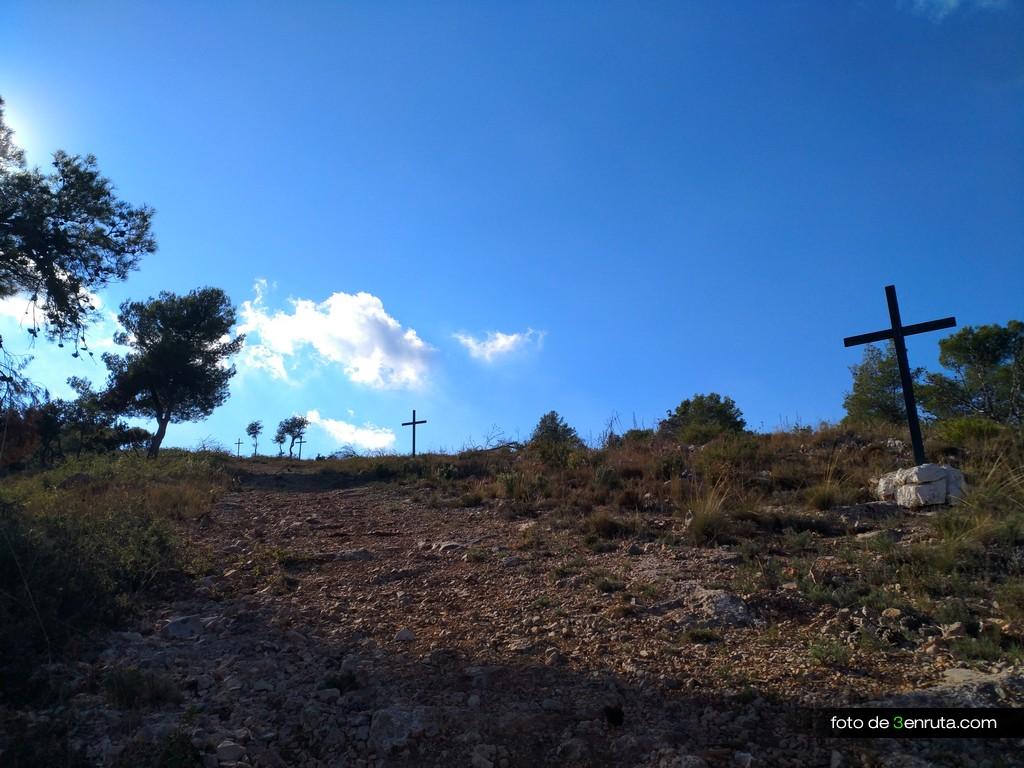 Subida del viacrucis por el GR-10