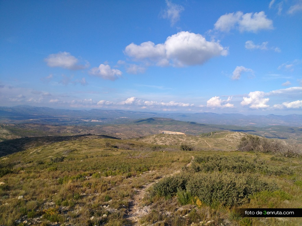 Iniciamos el descenso desde Montmayor por el mismo sendero de subida