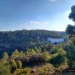Vista de la Cova Santa desde la senda