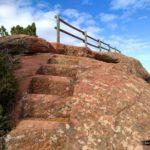 Escaleras talladas para subir a lo alto del mirador