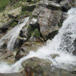 El agua nos acompaña durante parte de la subida