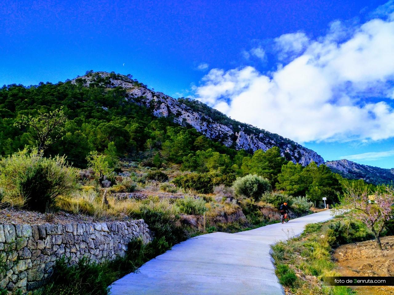 Nos dirigimos al Barranco de la Caseta
