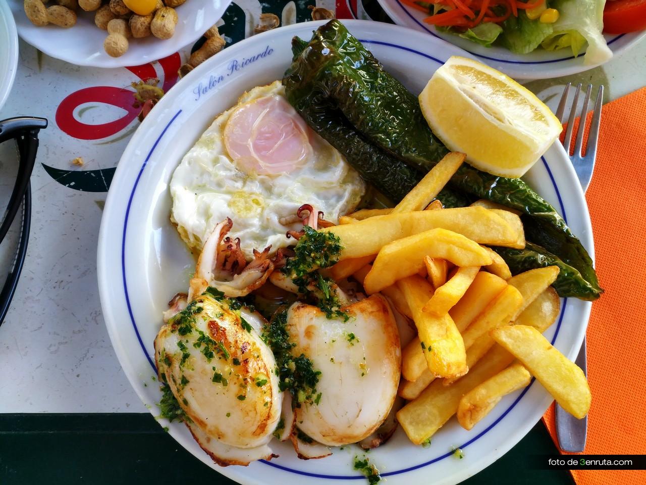Menudo almuerzo en el Bar Ricardo