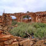 Casa en ruinas delante del Molino de la Ceja